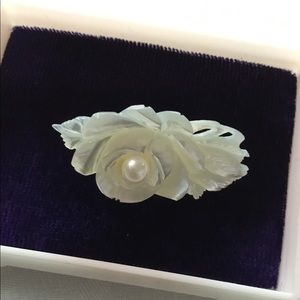 Vintage rose carved pin. Mother of pearl.?😁💄